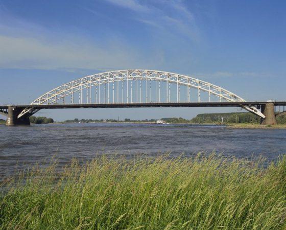 Overzicht_van_de_Waalbrug_over_de_Waal_-_Nijmegen_-_20425646_-_RCE